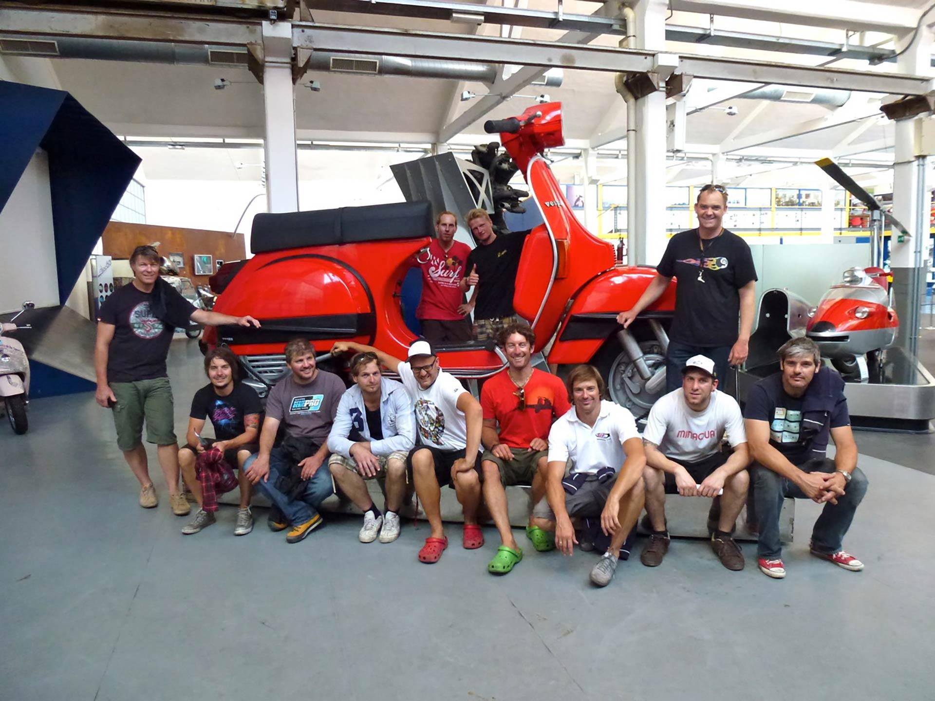 Das SIP Scootershop Team auf Werksbesuch bei Piaggio in Pontedera 2011