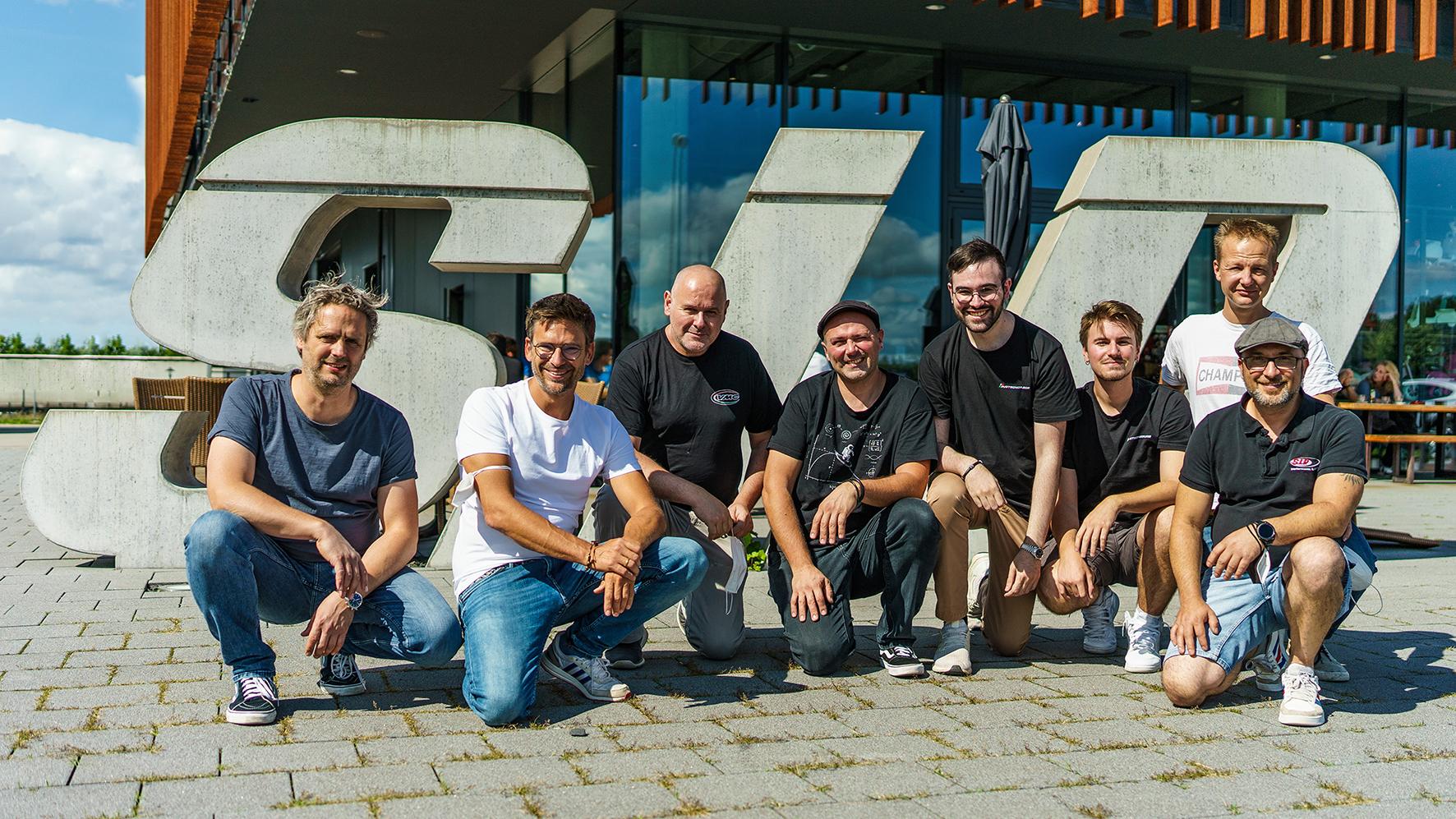 VMC zu Besuch bei SIP Scootershop. Von links nach rechts: Jesco, Alex (SIP), Giustino, Alberto, Andrea, Stefano (VMC), André, Luigi (SIP)
